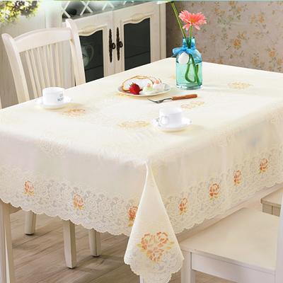 温馨绣花桌布